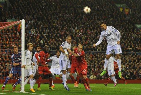 Primă repriză istorică pentru Real: niciodată o formaţie nu a înscris atât de multe goluri pe Anfield, în cupele europene