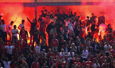 UEFA a deschis proceduri disciplinare împotriva cluburilor Atletico Madrid şi Benfica Lisabona, ca urmare a incidentelor dintre suporteri de la meciul direct