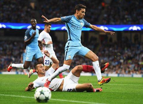 LIVE BLOG | Manchester City - Steaua 1-0. Delph a marcat singurul gol al unui meci slab. Vicecampioana României merge în grupele Europa League după 0-6 tur-retur cu echipa lui Guardiola