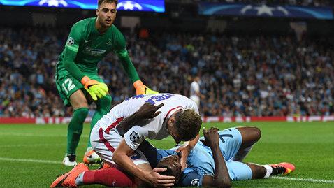 Reacţia lui Kelechi Iheanacho după ce Bogdan Mitrea a încercat să-i facă respiraţie gură la gură, deşi era accidentat la picior :)