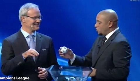 """VIDEO Moment bizar la tragerea la sorţi UEFA Champions League! Priviţi ce face Roberto Carlos după ce extrage o bilă din bol. """"Nu era suficient de caldă?"""" :)"""