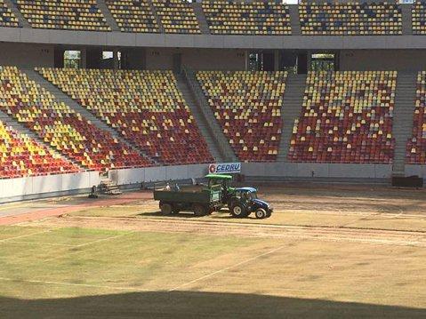 """În ce stadiu se află montarea gazonului pe Arena Naţională pentru FCSB - Sporting Lisabona. """"50 % în două zile!"""""""