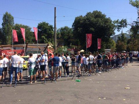 FOTO&VIDEO | Interes maxim pentru returul cu Sporting: suporterii au creat cozi uriaşe la casele de bilete de la Arena Naţională! Mai pot cumpăra tichete doar în peluze