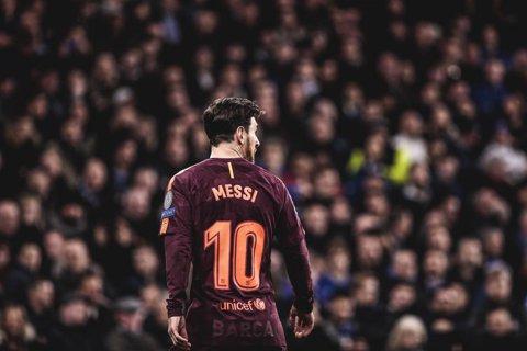 Defensiva lui Conte a fost taxată la prima eroare, Messi a marcat în premieră contra lui Chelsea. Statistica e de partea catalanilor în vederea returului. Cronica meciului de pe Stamford Bridge