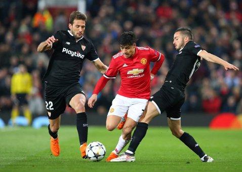 """""""Sevilla, Sevilla, Sevilla"""". Jose, stai jos, 4! Mourinho a omorât spectacolul şi fotbalul l-a pedepsit. Andaluzii s-au calificat după 2-1 pe Old Trafford. Cronica meciului"""