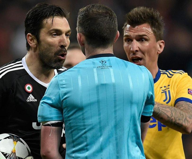 """Buffon nu a mai rezistat şi l-a atacat pe arbitrul care i-a spulberat visul: """"Nu ai o inimă în piept, ci un coş de gunoi! Asta a fost decizia unui animal, nu a unui om"""". Discursul dur al legendei care a ieşit din scenă cum nu şi-ar fi dorit"""