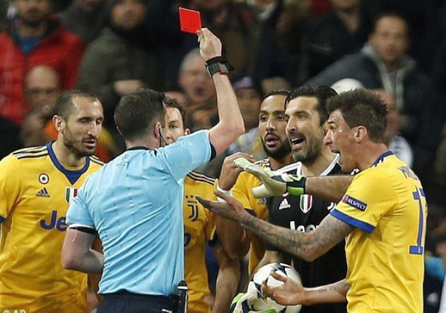 """Derapajul unui fotbalist mare după momentul controversat din Real Madrid – Juventus: """"Dacă aş fi fost în locul lui Buffon, i-aş fi spart faţa arbitrului"""""""