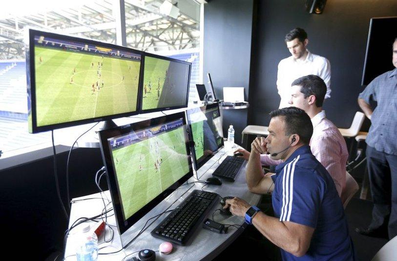 """Uitaţi de VAR! Un om de fotbal din România cere """"robotizarea în arbitraj"""""""