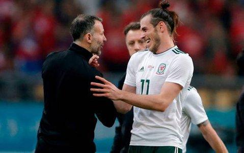 """Marele Giggs se înclină în faţa lui Bale! """"E cel mai bun fotbalist galez pe care l-am văzut vreodată"""""""