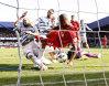 FOTO | Patru goluri marcate în ultimele minute, două autogoluri, dar asta a fost faza meciului. Tot stadionul a îngheţat