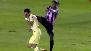 """""""Daună totală"""". VIDEO   Ronaldinho, la cea mai urâtă intervenţie din toată cariera. Incredibil ce decizie a luat arbitrul"""
