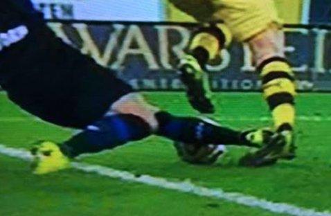 FOTO | Accidentare groaznică suferită de Marco Reus. Germanul e suspect de ruptură de ligamente