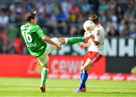 """Hamburg iese din zona """"nisipurilor mişcătoare"""", după victoria, 2-0, cu Werder. Rezultatele etapei din Bundesliga"""