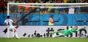 """""""Aroganţa"""" lui Van Gaal, model de urmat. Un antrenor a schimbat portarul înainte de loviturile de departajare şi echipa nu a luat gol"""