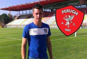 """Cum se mai ratează fotbaliştii români în străinătate. Un fundaş de 18 ani, dat afară de la Perugia pentru că şi-a dus iubita în cantonament şi a întârziat la antrenamente. Tânărul nu e îngrijorat: """"Mai sunt şanse să-mi găsesc altă echipă"""""""