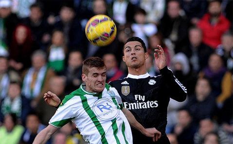 Suspendat, Ronaldo a văzut meciul Real Madrid - Sociedad din tribune. FOTO | Cu cine a fost surprins Cristiano îmbrăţişându-se