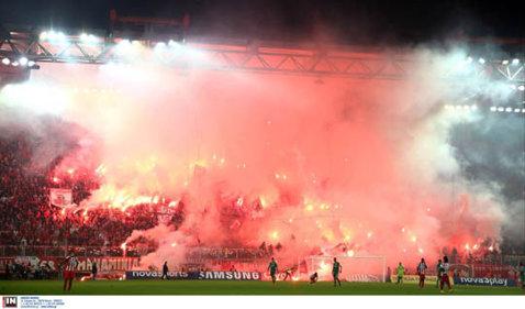 Panathinaikos a fost depunctată şi a primit o amendă de 100.000 de euro din cauza incidentelor provocate de fani la derby-ul cu Olympiakos