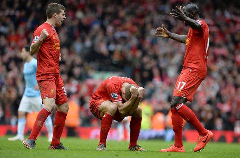 """""""Cormoranii"""" câştigă derby-ul etapei în Premier League. Liverpool - Man City 2-1. Pantilimon, învins de două ori de Rooney. Man. United - Sunderland 2-0. Gardoş, schimbat după 25 de minute în West Brom Southampton 1-0"""