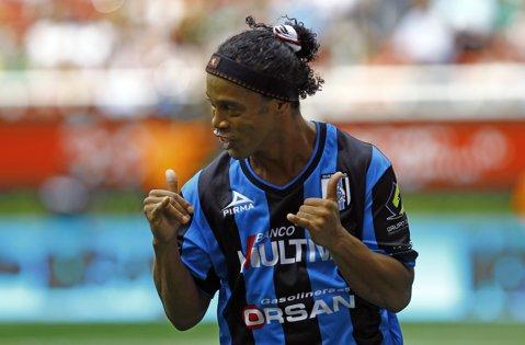 VIDEO | A intrat în minutul 84 al partidei şi a făcut spectacol. Ronaldinho, la prima dublă în Mexic