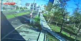 VIDEO Un jucător de la Anji şi-a făcut praf maşina după ce a intrat în stâlp cu 170 km/h