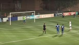 Gest superb de fair-play. VIDEO | Arbitrul a acordat greşit penalty, el a fost aplaudat de adversari după executarea loviturii de la 11 metri. Cum a trimis