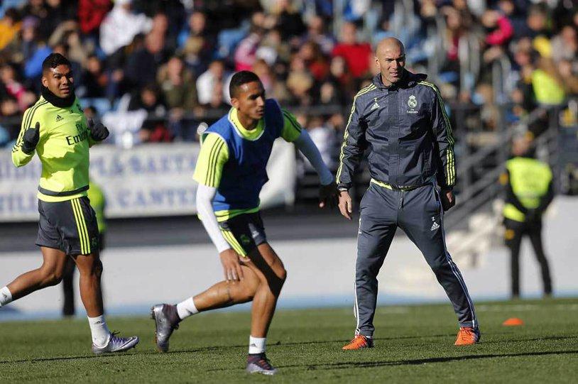 Primul antrenament al lui Zidane la Real! VIDEO FABULOS Fanii au umplut tribuna. Ce s-a întâplat când Zizou a intrat pe teren