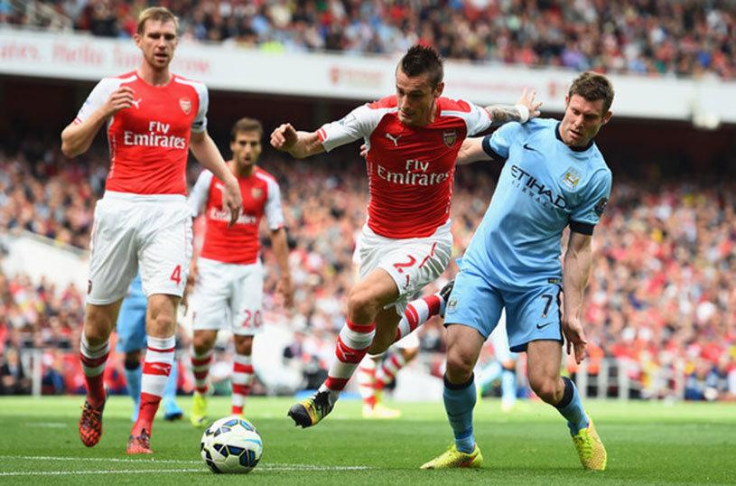 Negocieri între Arsenal şi Manchester United pentru Debuchy! Van Gaal l-a vrut pe francez, dar fundaşul e la un pas de Bordeaux