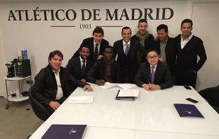 Jackson Martinez, transferat în China pentru 42 de milioane de euro. Cine e cel mai trist personaj din poză? :)