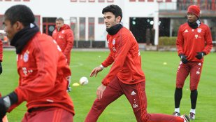 Serdar Tasci, noua achiziţie a lui Bayern, s-a accidentat la primul antrenament! Guardiola rămâne cu un singur fundaş central valid în lot