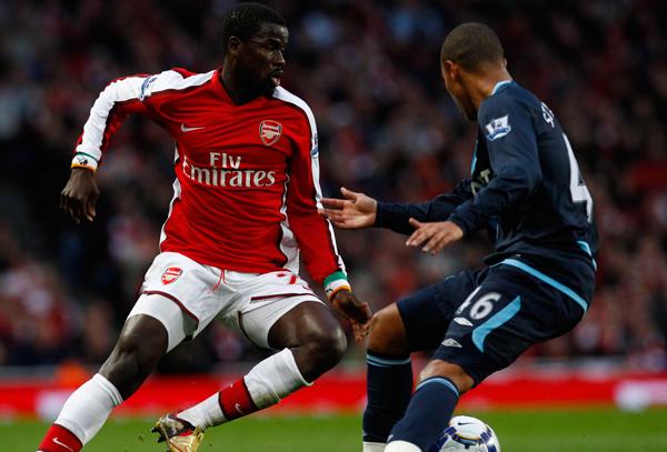 Propus de agent la Steaua, Eboue are o variantă mult mai atractivă! Fostul star de la Arsenal, gata să revină în Premier League