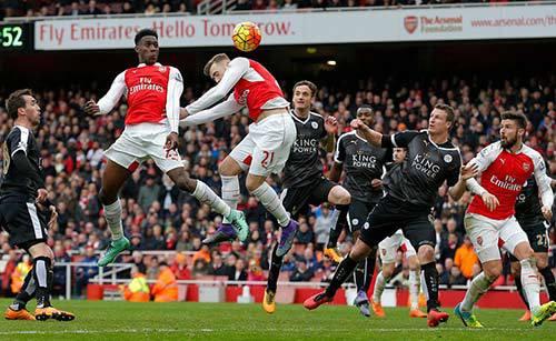 Inspiraţia nebună a lui Wenger. Walcott şi Welbeck au decis meciul decisiv pentru titlu, la câteva minute după ce au intrat pe teren: Arsenal - Leicester 2-1