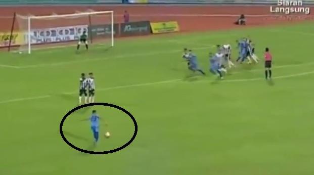Mai ţineţi minte golul nebun al lui Roberto Carlos? VIDEO | Un ANONIM îl face uitat şi speră deja la premiul Puskas. Efectul nebun care l-a păcălit pe portar