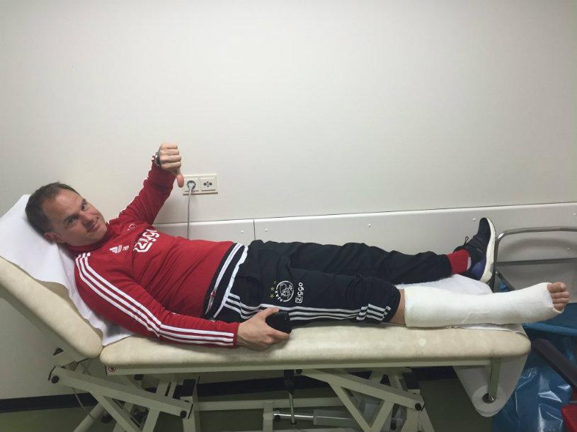 VIDEO | Frank De Boer şi-a fracturat tendonul lui Ahile în timpul unui meci de fotbal-tenis la antrenamentul lui Ajax