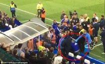"""""""Noaptea care a ruşinat fotbalul!"""" VIDEO Momente oribile după Chelsea - Tottenham, meciul care a decis campioana în Anglia. Guus Hiddink, """"aruncat"""" pe scări"""