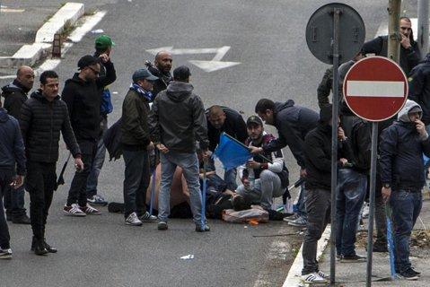 Când ultraşii devin criminali. Un suporter al lui AS Roma, condamnat la 26 de ani de închisoare după ce a înjunghiat mortal un fan al lui Napoli