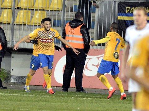 Fotbalistul dorit de Steaua şi Dinamo a ajuns în Franţa. VIDEO   A făcut furori contra lui Arsenal în primul meci la noua echipă