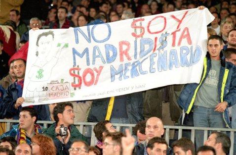 16 ani de la cel mai controversat transfer din istoria fotbalului! Trădarea pe care fanii Barcelonei nu o vor uita