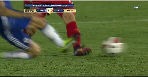 VIDEO | Nu i-a spus nimeni că e doar un amical! Intrare criminală a lui Fabregas în meciul cu Liverpool