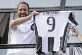 """Transferul lui Higuain la Juventus naşte în continuare controverse. Atacantul argentinian aruncă vina în cârca lui De Laurentiis: """"Nu mai puteam sta niciun minut"""""""