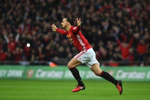 """King Zlatan în Manchester! United câştigă Cupa Ligii, după o dublă reuşită de Ibrahimovic. Manchester Utd - Southampton 3-2. """"Sfinţii"""" au revenit superb de la 0-2, dar suedezul a avut ultimul cuvânt"""