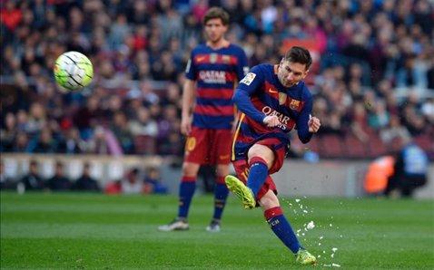 Catalanii se întorc victorioşi de pe Vicente Calderon. Messi a dat lovitura de graţie cu 4 minute înaintea finalului. Atletico Madrid - Barcelona 1-2