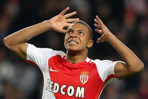 """Povestea de viaţă a lui Kylian Mbappe, noul star al fotbalului mondial. """"Mi-am dat seama că e un atacant care-şi foloseşte creierul"""". A moştenit dragostea pentru sport de la părinţi, a refuzat Real Madrid pentru Monaco şi vrea să-şi depăşească idolul"""