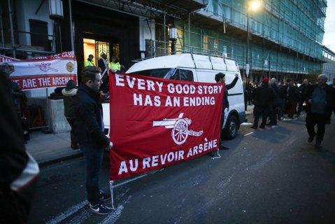 Wenger se joacă cu nervii fanilor! Anunţul neaşteptat făcut de englezi. Cât vrea să mai rămână francezul în funcţie