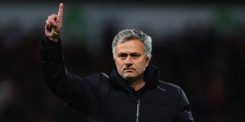 """Mourinho, inconfundabil. Reacţia avută după eliminarea lui Fellaini din derby-ul cu City. """"A fost puţin roşu şi puţin..."""" Ce i-a spus arbitrul după meci şi cum l-a descris pe Aguero :)"""
