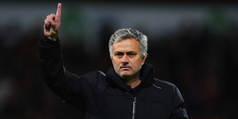 """Mourinho, unmistakable. My reaction after the elimination of Fellaini in the derby with City. """"It was a little red and a little…"""" What he said to the referee after the match and described it on Aguero :)"""