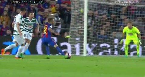 VIDEO | Să-i dea cineva un Oscar! Jordi Alba l-a păcălit pe arbitru cu simularea anului. Adversarii au rămas uimiţi de decizia centralului. Messi a ratat lovitura de pedeapsă, dar s-a revanşat după un alt penalty