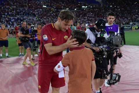 S-a aflat cine este moştenitorul banderolei purtate de Francesco Totti pentru aproape 20 de ani!