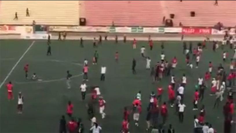 TRAGEDIE în Senegal! Opt persoane au murit, iar alte 49 au fost grav rănite în urma unor incidente violente între suporteri la finala Cupei Ligii | VIDEO