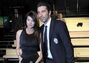 FOTO | Imaginea care a făcut senzaţie pe internet. Cum a fost surprins Buffon alături de iubita lui, pe un yaht :)
