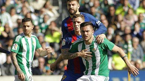 Toşca, inclus în lotul lui Betis pentru meciul cu Barcelona! Românul a debutat sezonul trecut pentru gruparea din Sevilla chiar într-o partidă contra catalanilor